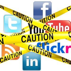 Dangers social networking essay